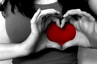 Mulher apaixonada no tinder